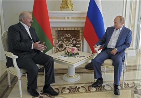 Russia's President Vladimir Putin (R) meets with his Belarussian counterpart Alexander Lukashenko at the Bocharov Ruchei state residence in Sochi, September 15, 2012. REUTERS/Alexsey Druginyn/Ria Novosti/Pool
