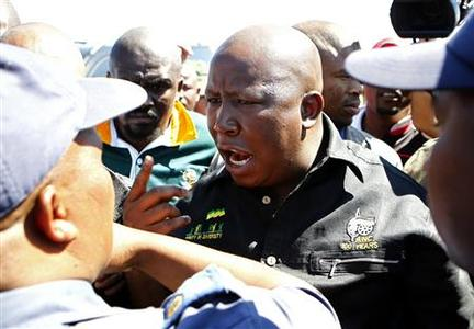 Expelled ANCYL president Julius Malema (C) argues with police in Marikana near Rustenburg, South Africa's northwest province September 17, 2012. REUTERS/Siphiwe Sibeko