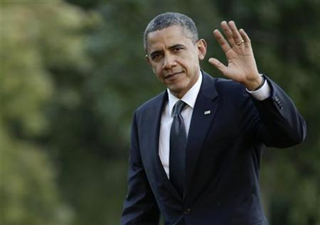 U.S. President Barack Obama waves as he returns to the White House in Washington September 13, 2012, after campaigning in Colorado. REUTERS/Joshua Roberts