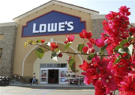 Lowe's Cos Inc posted better-than-expected quarterly profit on Monday as it saw some strength in outdoor projects like gardens and lawns in the spring, even as consumers still shunned big home renovations. REUTERS/Mike Blake