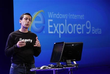 Microsoft Corp Vice President of Internet Explorer Dean Hachamovitch unveils Microsoft Internet Explorer 9 Beta version during a demonstration in San Francisco, California September 15, 2010. REUTERS/Robert Galbraith