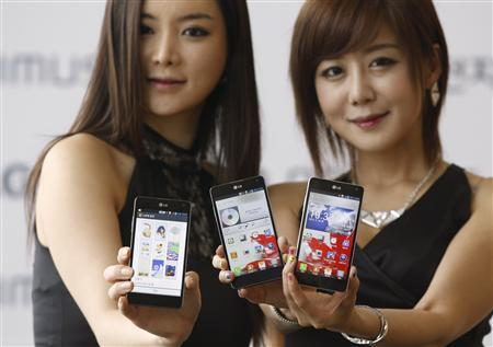Models pose with new ''Optimus G'' smartphones, made by LG Electronics Inc, in Seoul September 18, 2012. REUTERS/Lee Jae-Won