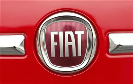 The Fiat logo on a Fiat 500 is pictured at a dealership in Vienna, Virginia April 26, 2012. REUTERS/Kevin Lamarque