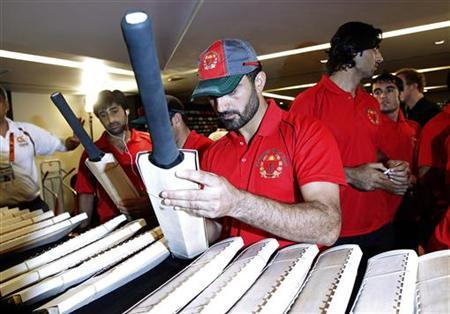 Afghanistan's captain Nawroz Mangal signs on a bat after a captains' news conference ahead of the World Twenty20 cricket series in Colombo September 13, 2012. REUTERS/Dinuka Liyanawatte
