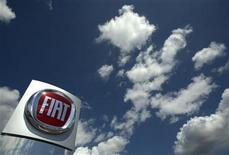 <p>Foto de archivo del logo de la firma automotriz Fiat en un punto de ventas de la compañía en Meyrin, Suiza, 5 jun 2009. Las ventas de autos en Europa cayeron un 8,5 por ciento en agosto, el decimonoveno descenso consecutivo, lideradas por Ford, General Motors y Fiat que sufrieron por el deterioro de las condiciones de mercados clave como Italia, Francia y Alemania. REUTERS/Denis Balibouse</p>