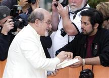 Livro de memórias do escritor Salman Rushdie conta como ele se escondeu por nove anos após lider iraniano emitir sentença de morte contra ele. 09/09/2012 REUTERS/Fred Thornhill (