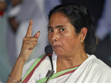 Mamata Banerjee, Chief Minister of India's eastern state of West Bengal, gestures during a news conference after a meeting of her Trinamool Congress party (TMC) in Kolkata September 18, 2012. REUTERS/Rupak De Chowdhuri