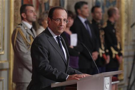 France's President Francois Hollande delivers a speech as he attends a ceremony to award recipients with the Legion d'Honneur at the Elysee Palace in Paris September 18, 2012. REUTERS/Gonzalo Fuentes