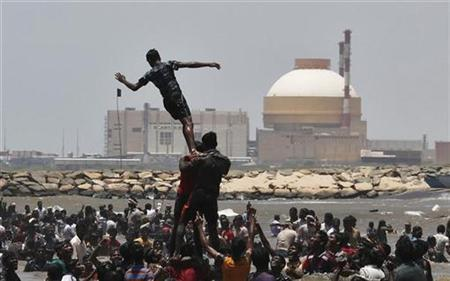 Demonstrators form a human pyramid in the waters of the Bay of Bengal as they shout slogans during a protest near the Kudankulam nuclear power project in Tamil Nadu September 13, 2012. REUTERS/Adnan Abidi