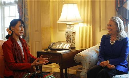 U.S. Secretary of State Hillary Clinton (R) meets with Myanmar opposition leader Aung San Suu Kyi at the State Department in Washington September 18, 2012. REUTERS/Gary Cameron