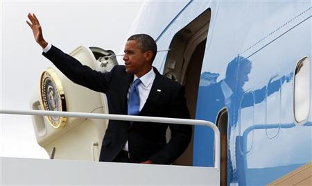 U.S. President Barack Obama boards Air Force One at Joint Base Andrews as he departs Washington September 18, 2012. Obama is travelling to New York City for campaign events. REUTERS/Kevin Lamarque