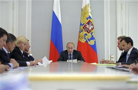 Russia's President Vladimir Putin (C) chairs a meeting on the federal budget at the Bocharov Ruchei state residence in Sochi September 18, 2012. REUTERS/Alexsey Druginyn/RIA Novosti/Pool