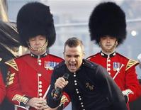 Singer Robbie Williams performs during the Diamond Jubilee concert at Buckingham Palace in London June 4, 2012. REUTERS/David Moir