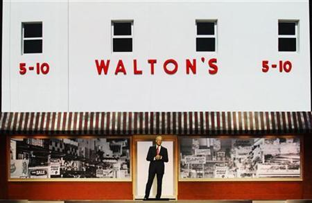 Wal-Mart Chairman Rob Walton speaks during the annual Wal-Mart shareholders' meeting in Fayetteville, Arkansas, June 1, 2012. REUTERS/Jacob Slaton