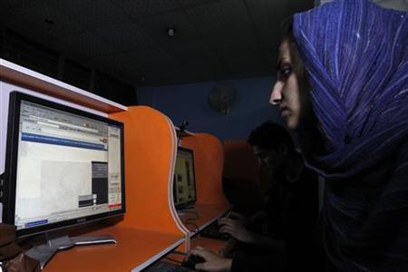 An Afghan woman browses the YouTube website at a public internet cafe in Kabul September 12, 2012. REUTERS/Mohammad Ismail