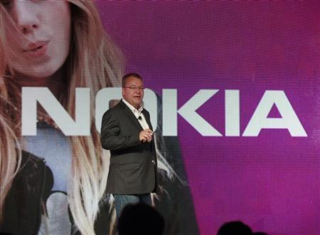 Nokia CEO Stephen Elop introduces new Nokia phones with Microsoft's Windows 8 operating system at an event in New York, September 5, 2012. REUTERS/Brendan McDermid