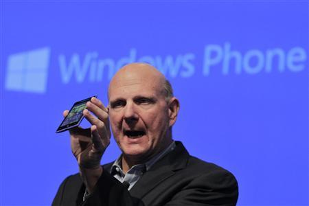 Microsoft CEO Steve Ballmer holds up an HTC Windows Phone 8X during its launch event in New York September 19, 2012. REUTERS/Brendan McDermid