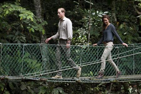 Prince William and Catherine, Duchess of Cambridge, cross a bridge at the Borneo Rainforest Research Center in Danum Valley, some 70 km (43 miles) west of Lahad Datu, on the island of Borneo September 15, 2012. REUTERS/Mohd Rasfan/Pool