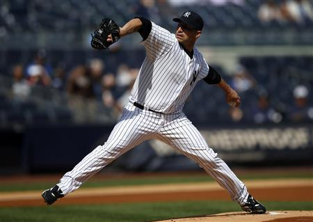 New York Yankees starting pitcher Andy Pettitte throws against the Toronto Blue Jays during the first inning of their MLB American League baseball game in New York, September 19, 2012. REUTERS/Mike Segar