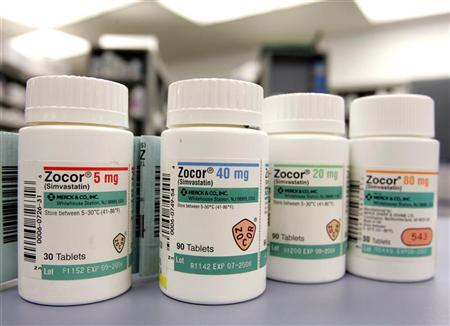 Bottles of Zocor, the Merck & Co. Inc cholesterol fighting drug, are shown in a pharmacy in Westfield, New Jersey, November 28, 2005. REUTERS/Jeff Zelevansky