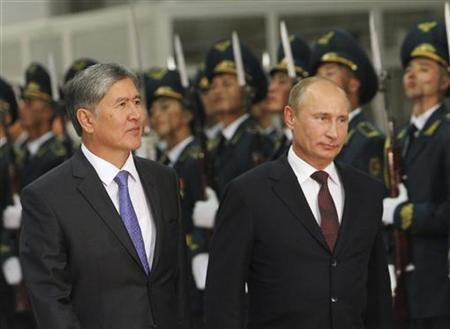 Russia's President Vladimir Putin (R) and his Kyrgyz counterpart Almazbek Atambayev take part in a welcoming ceremony as they meet in Bishkek September 19, 2012. REUTERS/Vladimir Pirogov