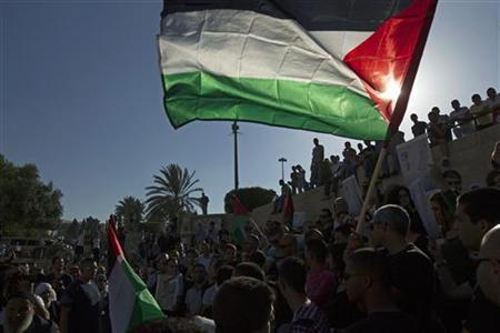 Palestinians hold flags during a Nakba rally in front of Damascus Gate in Jerusalem's Old City May 15, 2012. REUTERS/Ronen Zvulun