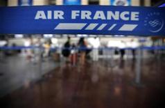 <p>En difficulté sur son métier de transporteur, Air France-KLM mise sur son activité de maintenance pour profiter de la forte croissance en Asie et en Afrique liée au développement des compagnies aériennes locales. /Photo prise le 26 juillet 2012/REUTERS/Eric Gaillard</p>
