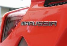 Logo da Marussia Motors no carro esportivo Marussia B1 durante exibição em Moscou. A equipe Marussia, da Fórmula 1, contratou o britânico Max Chilton como seu piloto reserva para as seis corridas que restarão na temporada depois do GP de Cingapura. 03/07/2012 REUTERS/Yana Soboleva