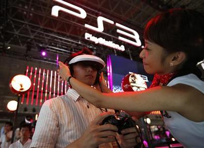 A promoter (R) helps a visitor use Sony's head mounted display to try out new game software on Sony's PlayStation 3 game console at the Tokyo Game Show in Chiba, east of Tokyo, September 20, 2012. Sony Corp is relying more heavily on its PlayStation 3 game consoles to make money for its game unit in the year to March, as weak sales of handhelds threaten to undermine a business the company's CEO is banking on to help return his company to profit. REUTERS/Toru Hanai