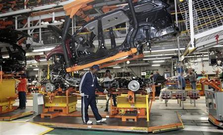 Chrysler auto assembly workers work on the line assembling Jeep Grand Cherokees and Dodge Durangos at the Chrysler Jefferson North Assembly plant in Detroit, Michigan April 26, 2012. REUTERS/Rebecca Cook