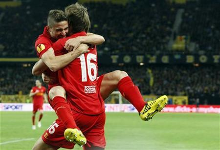 Liverpool's Sebastian Coates and Fabio Borini (L) celebrate after scoring their third goal against BSC Young Boys (YB) during their Europa League Group A soccer match in Bern September 20, 2012. REUTERS/Pascal Lauener
