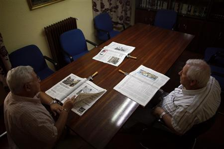 Pensioners read newspapers at a seniors centre in Ronda, near Malaga September 18, 2012. REUTERS/Jon Nazca