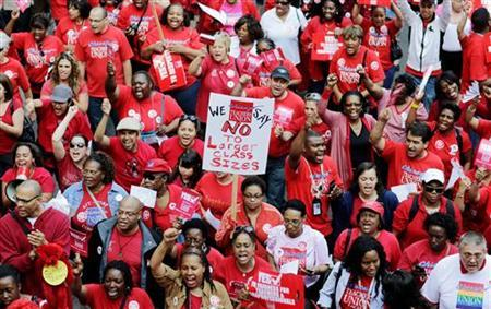 Thousands of Chicago Public School teachers march to the Board of Education's headquarters in protest in Chicago, May 23, 2012. REUTERS/John Gress
