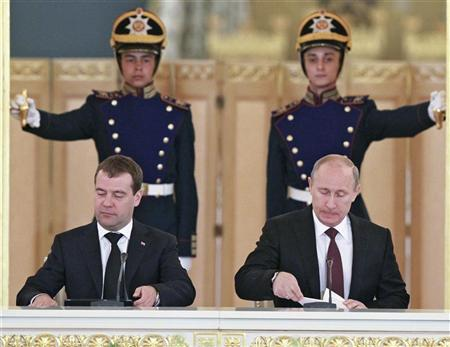 Russia's President Vladimir Putin (R) and Prime Minister Dmitry Medvedev attend a session of the State Council at the Kremlin in Moscow, July 17, 2012. REUTERS/Yekaterina Shtukina/RIA Novosti/Pool