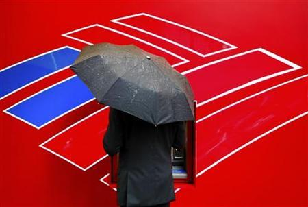 A Bank of America customer uses an ATM in Charlotte, North Carolina April 18, 2012. REUTERS/Chris Keane