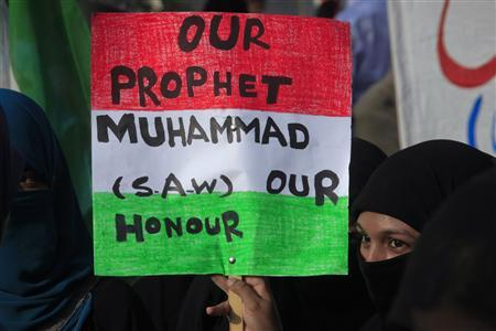 A protester holds a placard while taking part in an anti-American demonstration during a protest rally in Lahore on September 20, 2012. REUTERS/Mohsin Raza