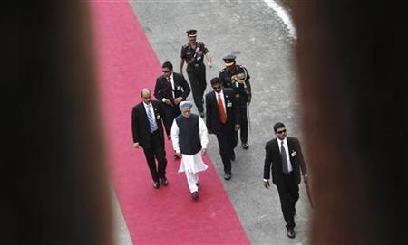 Prime Minister Manmohan Singh (C), surrounded by bodyguards, arrives at the historic Red Fort during Independence Day celebrations in Delhi August 15, 2012. REUTERS/Adnan Abidi/Files