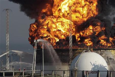 A view of the fire at El Palito refinery in Puerto Cabello in the state of Carabobo September 20, 2012. REUTERS/Stringer