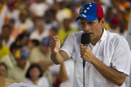 Venezuela's opposition presidential candidate Henrique Capriles talks to supporters during a campaign meeting in Cupira, about 170 km (105 miles) east of Caracas September 21, 2012. REUTERS/Carlos Garcia Rawlins