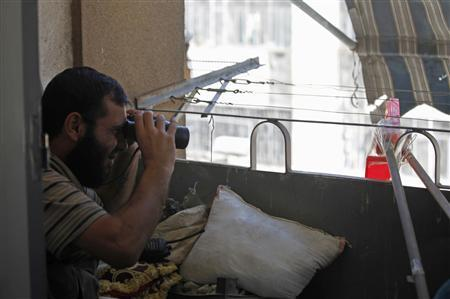 A member of the Free Syrian Army uses a pair of binoculars and a mirror to peek at a government checkpoint, in Aleppo September 22, 2012. REUTERS/Zain Karam