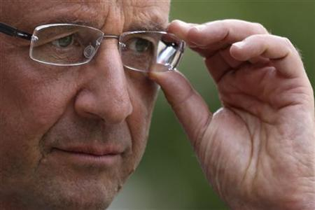France's President Francois Hollande adjusts his glasses after a meeting at the Elysee Palace in Paris, September 20, 2012. REUTERS/Philippe Wojazer