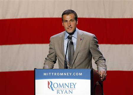 Spencer Zwick, national finance chairman for Republican presidential candidate and former Massachusetts Governor Mitt Romney, speaks at a campaign fundraiser in Beverly Hills, California September 22, 2012. REUTERS/Brian Snyder