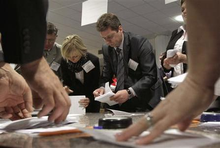 Members of the local electoral commission count ballots at a polling station after the parliamentary election in Minsk, September 23, 2012. REUTERS/Vasily Fedosenko