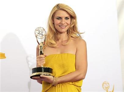 Claire Danes holds the Emmy award for outstanding lead actress in a drama series for her role in ''Homeland'' at the 64th Primetime Emmy Awards in Los Angeles September 23, 2012. REUTERS/Mario Anzuoni