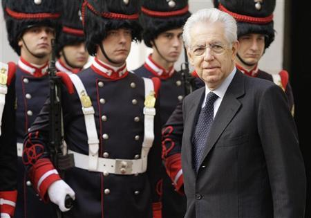 Italy's Prime Minister Mario Monti arrives for a meeting with Greece's Prime Minister Antonis Samaras (unseen) at Chigi Palace in Rome September 21, 2012. Monti met Samaras on the first of a day of meetings with leaders of various European countries. REUTERS/Remo Casilli