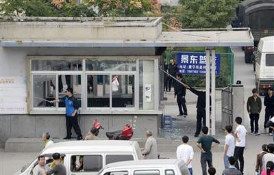 Foxconn China plant closed after 2,000 riot