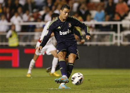 Real Madrid's Cristiano Ronaldo scores a penalty kick against Rayo Vallecano during their Spanish First Division soccer match at Teresa Rivero stadium in Madrid September 24, 2012. REUTERS/Susana Vera