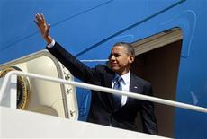U.S. President Barack Obama waves from the steps of Air Force One at Andrews Air Force Base near Washington, September 24, 2012. REUTERS/Jason Reed