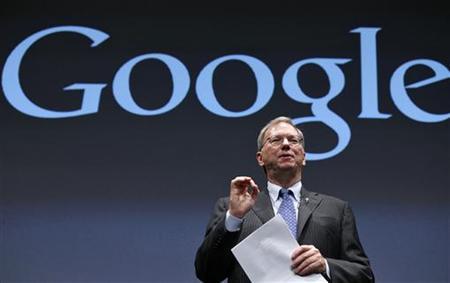 9月25日、米グーグルのシュミット会長(写真)は、東京で記者団に対し、現時点では米アップルに自社の「グーグルマップ」アプリを提供していないと語った(2012年 ロイター/Kim Kyung-Hoon)