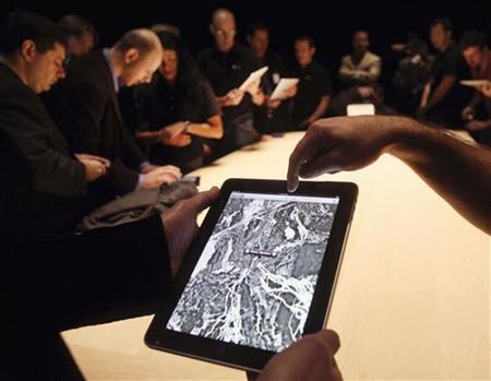 People look at a view of Google Maps on the new ''iPad'' during the launch of Apple's new tablet computing device in San Francisco, California, January 27, 2010. REUTERS/Kimberly White